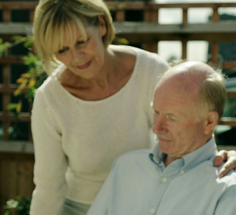 Woman uses communication tips for Alzheimer's with her dad